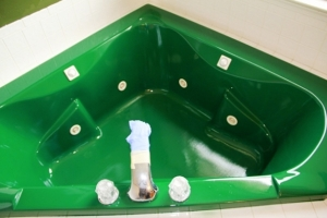 Tub refinished in Michigan State Spartans green